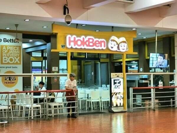 Grabタクシーの、ピックアップポイントは「HokaBen」のちょうど前でした