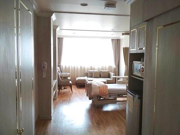 病室はホテルというより、コンドミニアムの1室の雰囲気。