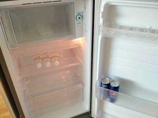 標準サイズの冷蔵庫です。
