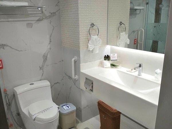 病院なので、トイレは広め。