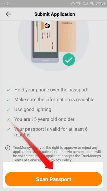 """②:パスポートの顔写真のページをスマホのカメラで撮影するので、準備ができたら""""Scan Passport""""をクリック"""
